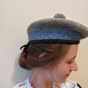 Vintage traditional Scottish wool grey beret hat